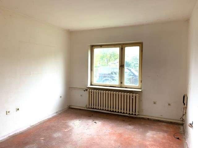 Sanierungsbedürftiger Bungalow mit 4 Zimmern + Werkstatt auf ca. 800 m² Grundstück in ruhiger Lage - Bild