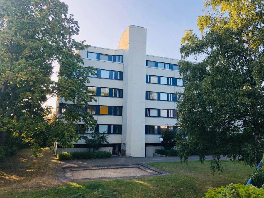 BEZUGSFREI: Sehr schöne, ruhige & lichtdurchflutete Wohnung mit großer Sonnenterrasse in Toplage - Titelbild