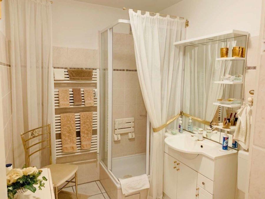 Bezugsfrei: Sehr attraktive lichtdurchflutete 3-Zi. Wohnung mit SW-Balkon & Stellplatz - Badezimmer