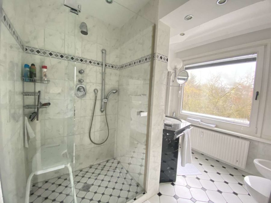 TOPLAGE! Sehr attraktive, ruhige & helle Wohnung mit großer Sonnenterrasse und Blick ins Grüne - 5