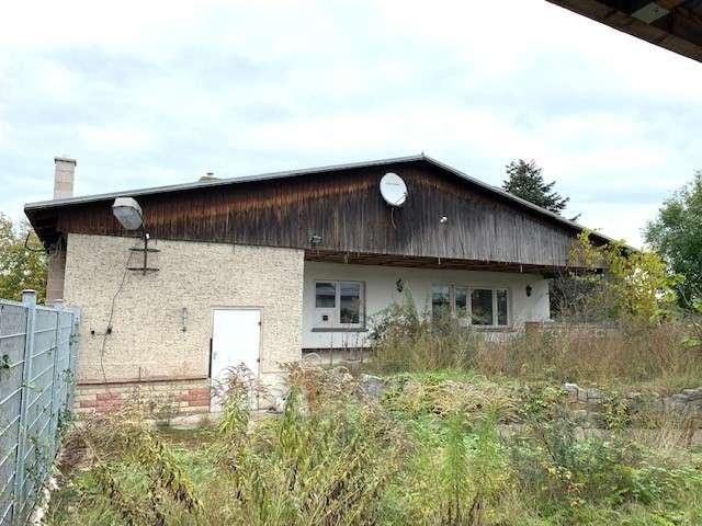 Sanierungsbedürftiger Bungalow mit 4 Zimmern + Werkstatt auf ca. 800 m² Grundstück in ruhiger Lage - Titelbild