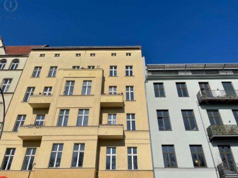 Ruhige Lage! Zwei nebeneinander liegende Wohnungen plus 90 m² Dachgeschossfläche in Toplage, 10965 Berlin, Etagenwohnung