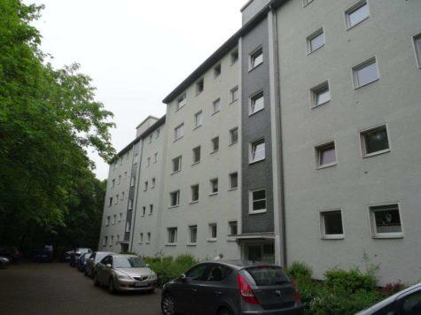 Wohnen mit Charme in Wedding: Behagliche 3-Zimmerwohnung in zentraler Lage, 13349 Berlin, Erdgeschosswohnung