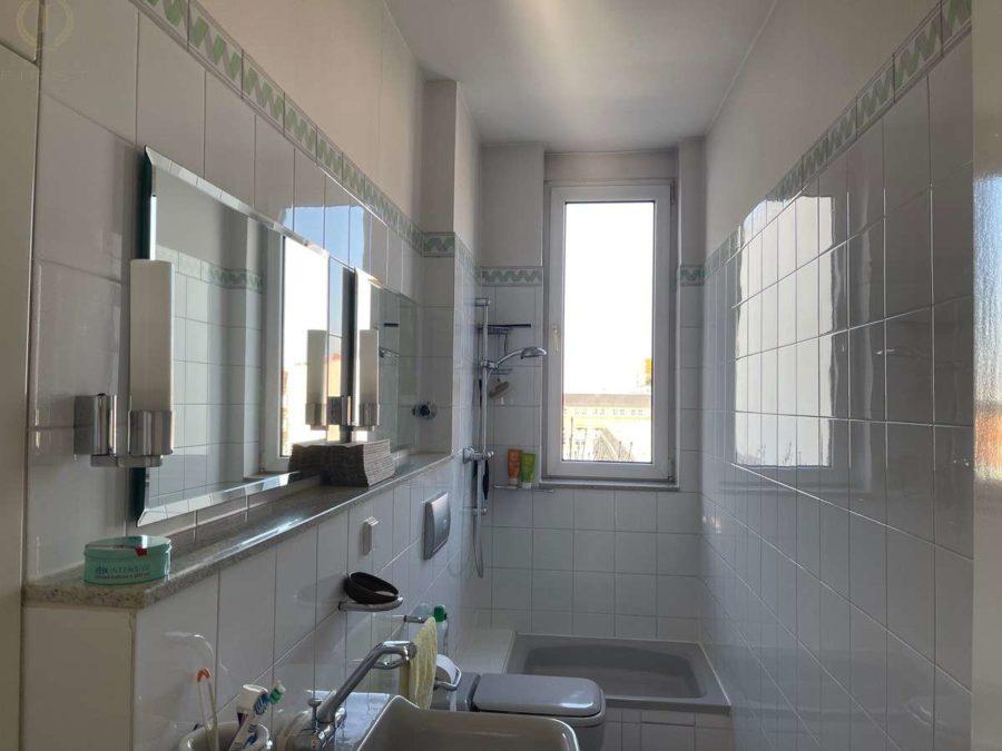Ruhige Lage! Zwei nebeneinander liegende Wohnungen plus 90 m² Dachgeschossfläche in Toplage - Wohnung 25 (Bad)