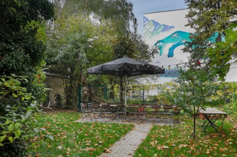 Modernisierte Altbau-Beletagewohnung mit Terrasse und Garten fußläufig zum Potsdamer Platz, 10785 Berlin, Erdgeschosswohnung