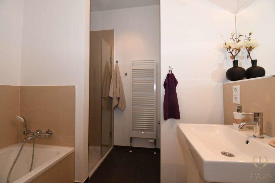 Großartige Neubauwohnung mit Gartenanteil zentral gelegen im Samariterviertel - Badezimmer