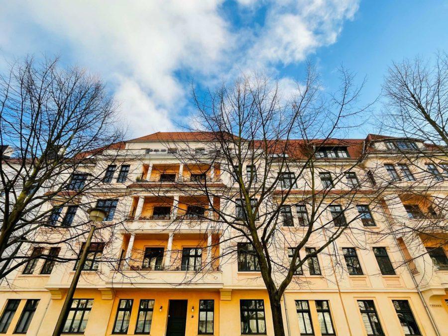 Schöne Altbauwohnung mit zwei Balkons in familienfreundlicher und zentraler Lage - Titelbild