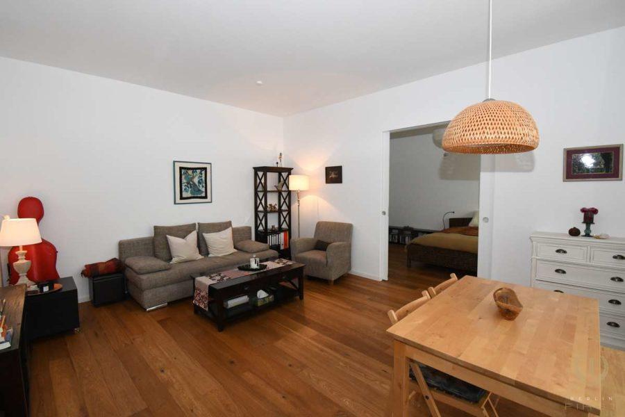 Großartige Neubauwohnung mit Gartenanteil zentral gelegen im Samariterviertel - Wohnzimmer