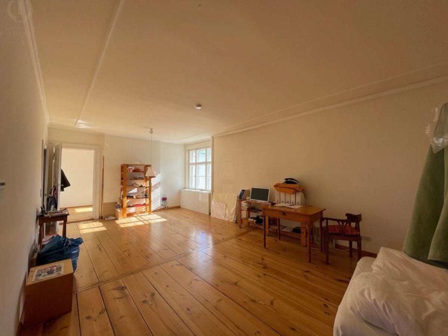 Ruhige Lage! Zwei nebeneinander liegende Wohnungen plus 90 m² Dachgeschossfläche in Toplage - Wohnung 25 (Zimmer)