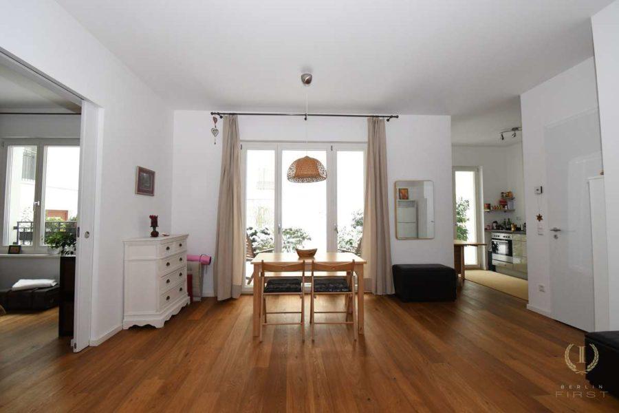Großartige Neubauwohnung mit Gartenanteil zentral gelegen im Samariterviertel - Wohnzimmer 2