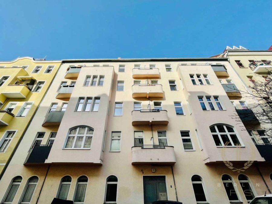 Berlin Mitte: Helle Altbauwohnung mit Süd-Balkon in der City - Hausansicht