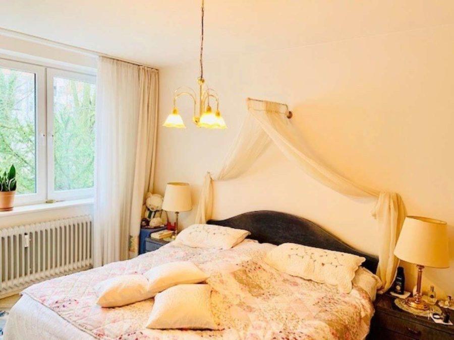 Bezugsfrei: Sehr attraktive lichtdurchflutete 3-Zi. Wohnung mit SW-Balkon & Stellplatz - Zimmer