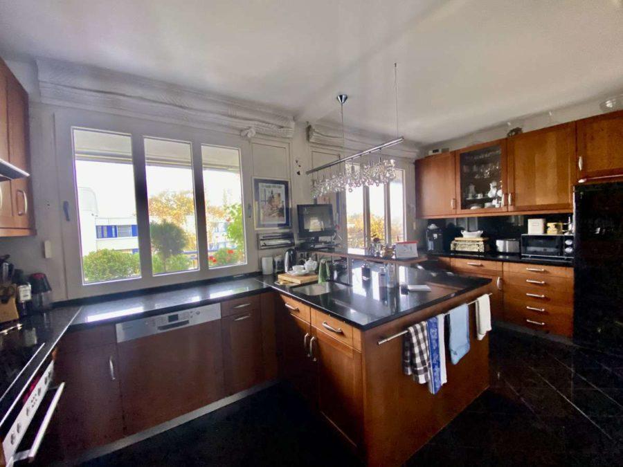 TOPLAGE! Sehr attraktive, ruhige & helle Wohnung mit großer Sonnenterrasse und Blick ins Grüne - 2