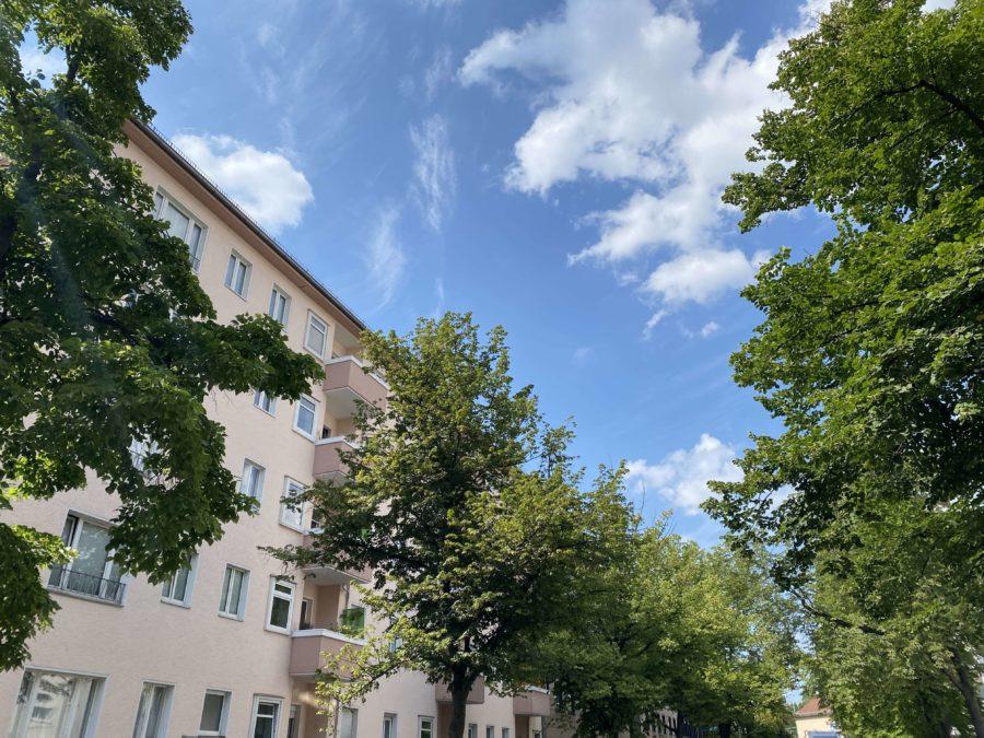 Lichtdurchflutete, adrette 3-Zi. Wohnung mit Balkon in ruhiger Seitenstrasse nähe Kurfürstendamm - Titelbild