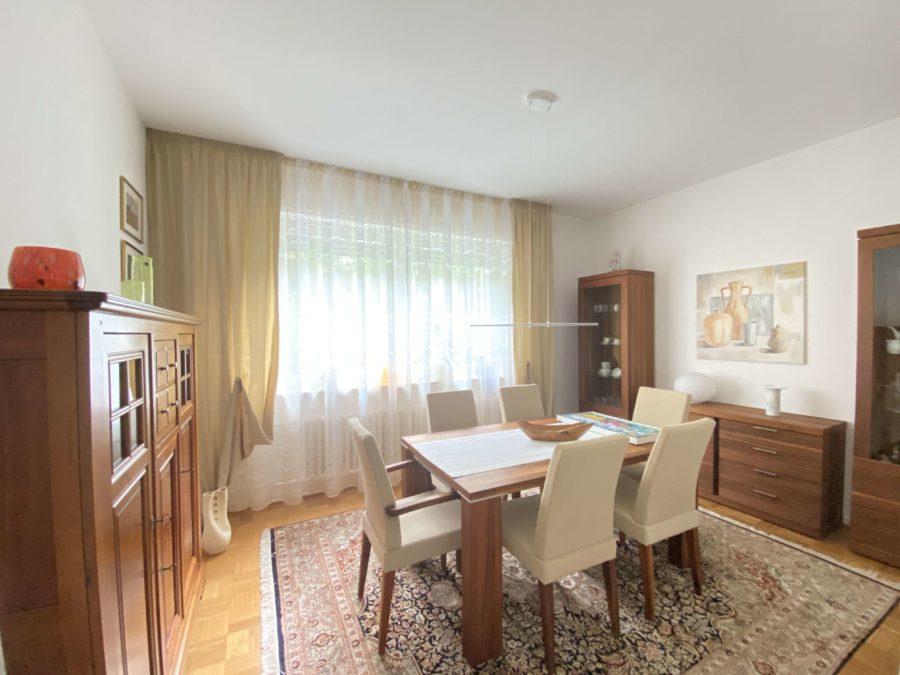Sehr schöne & geräumige Wohnung im Bestzustand mit Balkon im Bayerischen Viertel - Bild