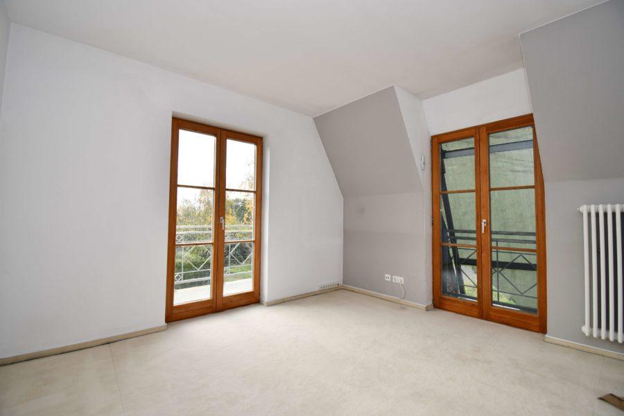 Sehr großes & gepflegtes Ein-/Zweifamilienhaus mit zwei Balkonen in idyllischer Lage - Bild