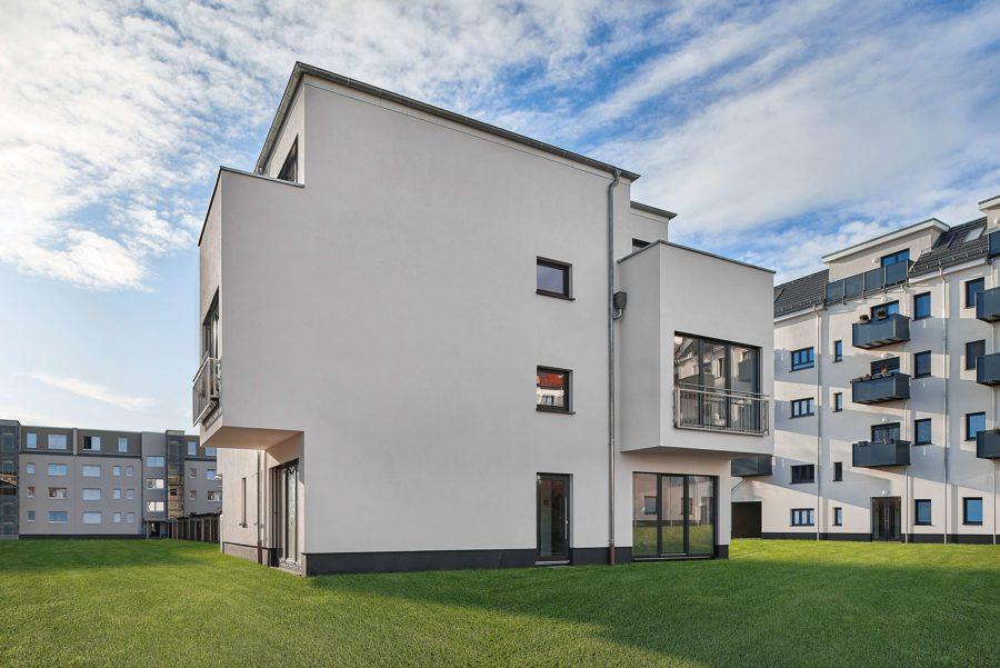 Hochwertig ausgestattete & bezugsfreie Neubauwohnung in Stadtvilla - Titelbild