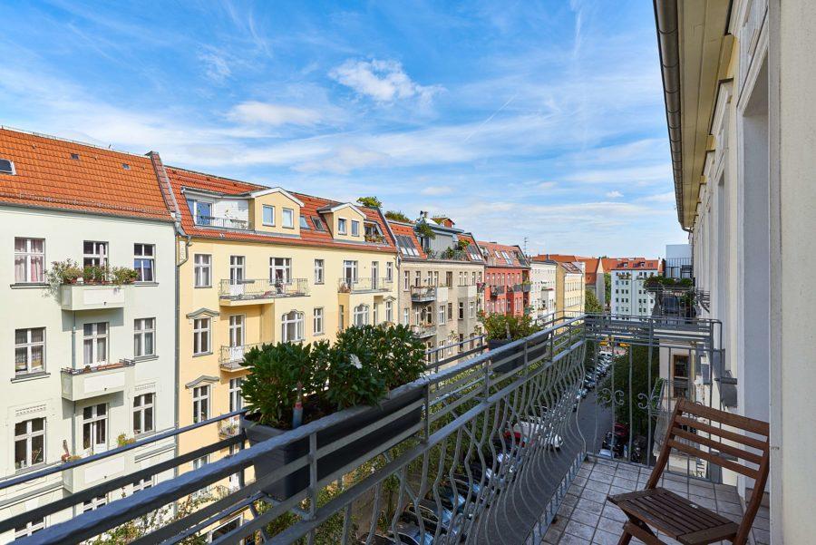 TOP Altbauwohnung mit Balkon und einzigartigem Ausblick in Szenekiez - Bild