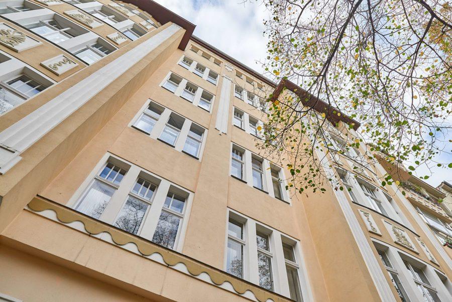 Lichtdurchfluteter, sanierter Altbautraum mit Aufzug und Balkon in KIezlage - Bild