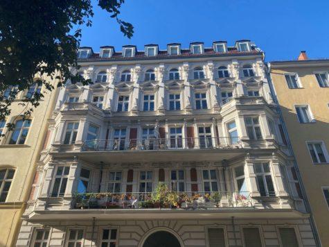 Traumhafte familienfreundliche Designerwohnung im Altbau- Ensemble in Top Lage, 10119 Mitte, Etagenwohnung