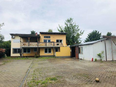 Großes Potential: Leerstehendes Geschäftsgebäude mit Halle auf 1890 m² Grundstück, 16761 Henningsdorf, Grundstück