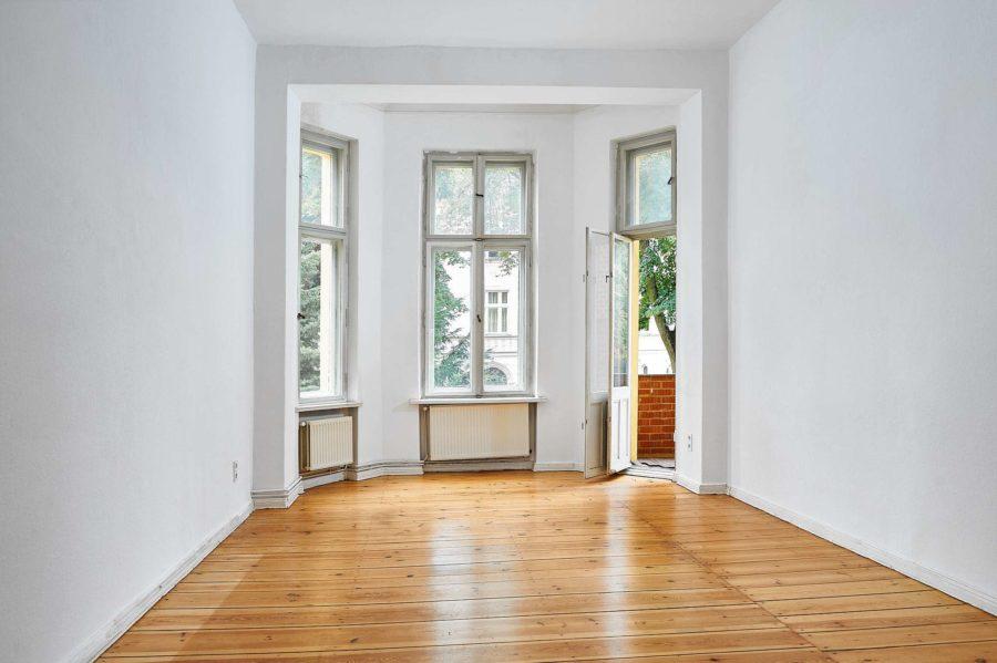 Beletage! Gut geschnittene Altbauwohnung mit Balkon in gefragter Lage - Titelbild