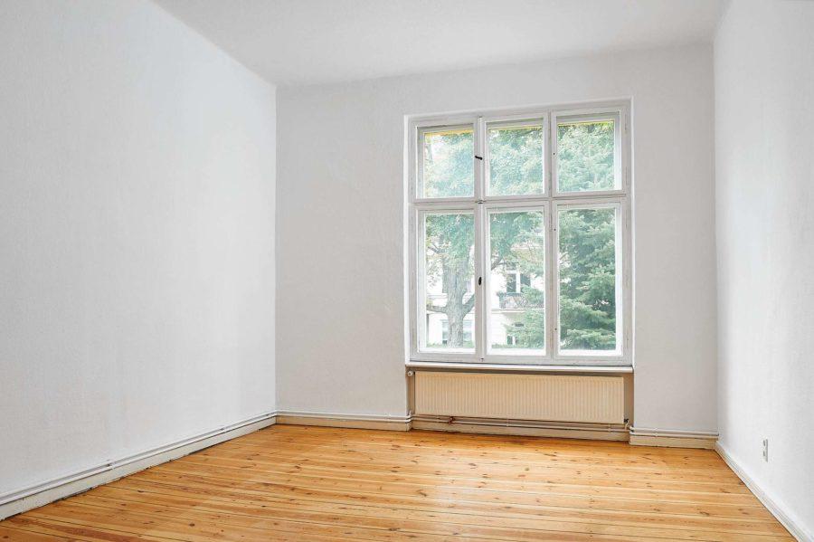 Beletage! Gut geschnittene Altbauwohnung mit Balkon in gefragter Lage - Bild