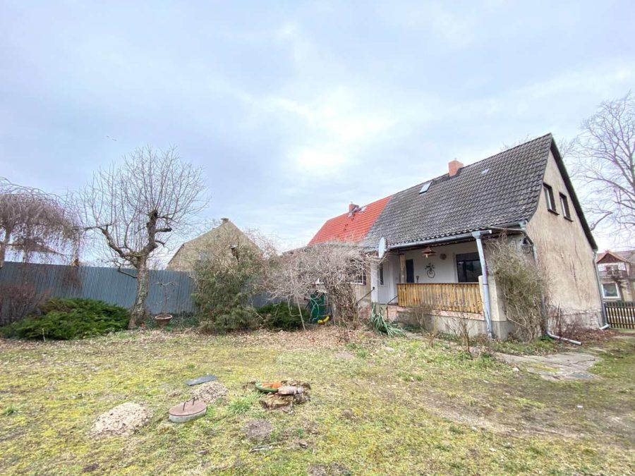 Großes Potential! Doppelhaushälfte mit ca. 2200 m² Grundstück in ruhiger Lage - Grundstücksansicht 2
