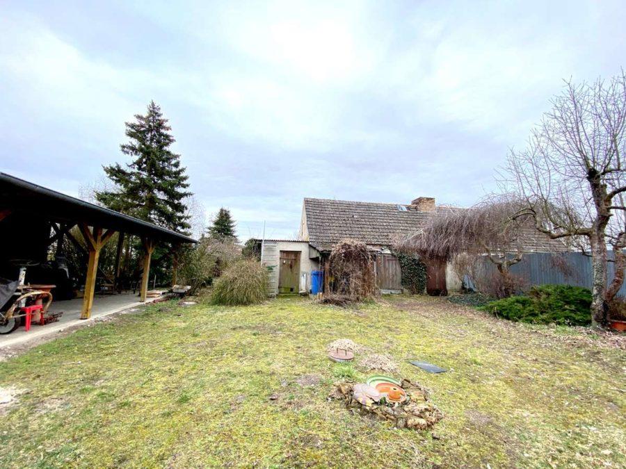 Großes Potential! Doppelhaushälfte mit ca. 2200 m² Grundstück in ruhiger Lage - Grundstücksansicht 3
