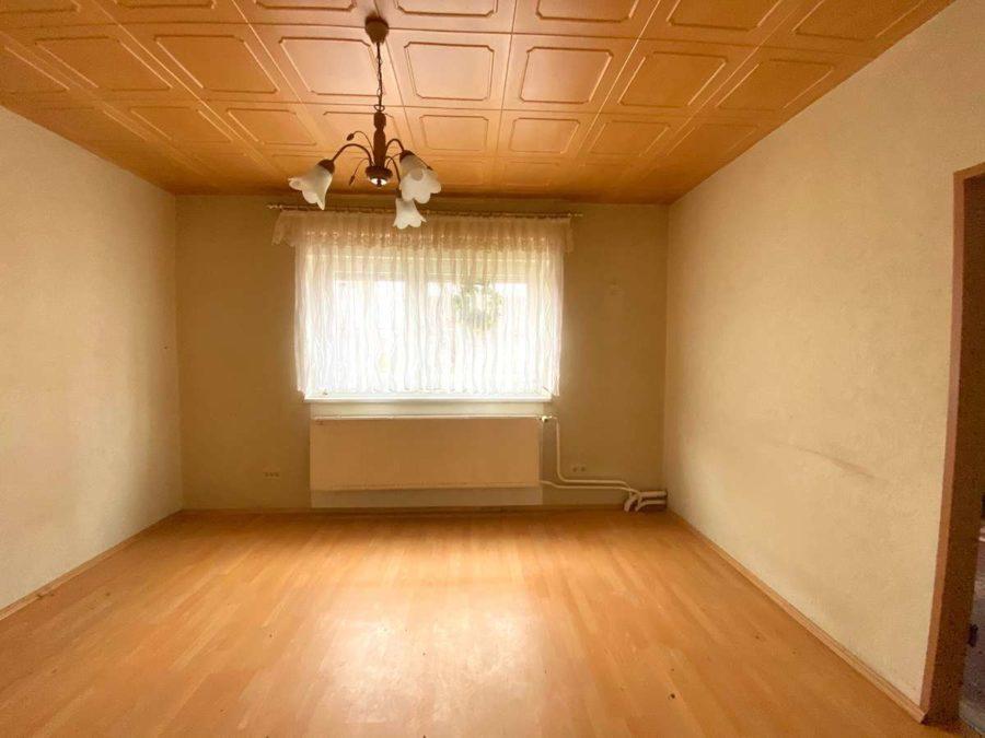 Großes Potential! Doppelhaushälfte mit ca. 2200 m² Grundstück in ruhiger Lage - Zimmer