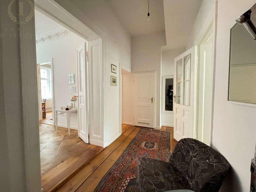 Bergmannkiez! Sanierte Altbau-Wohnung mit hohen Decken und Stuck in Toplage - Flur
