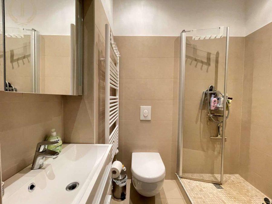 Bergmannkiez! Sanierte Altbau-Wohnung mit hohen Decken und Stuck in Toplage - Badezimmer