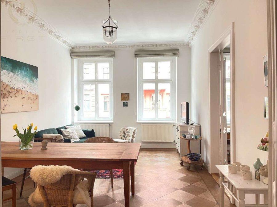 Bergmannkiez! Sanierte Altbau-Wohnung mit hohen Decken und Stuck in Toplage - Wohnzimmer