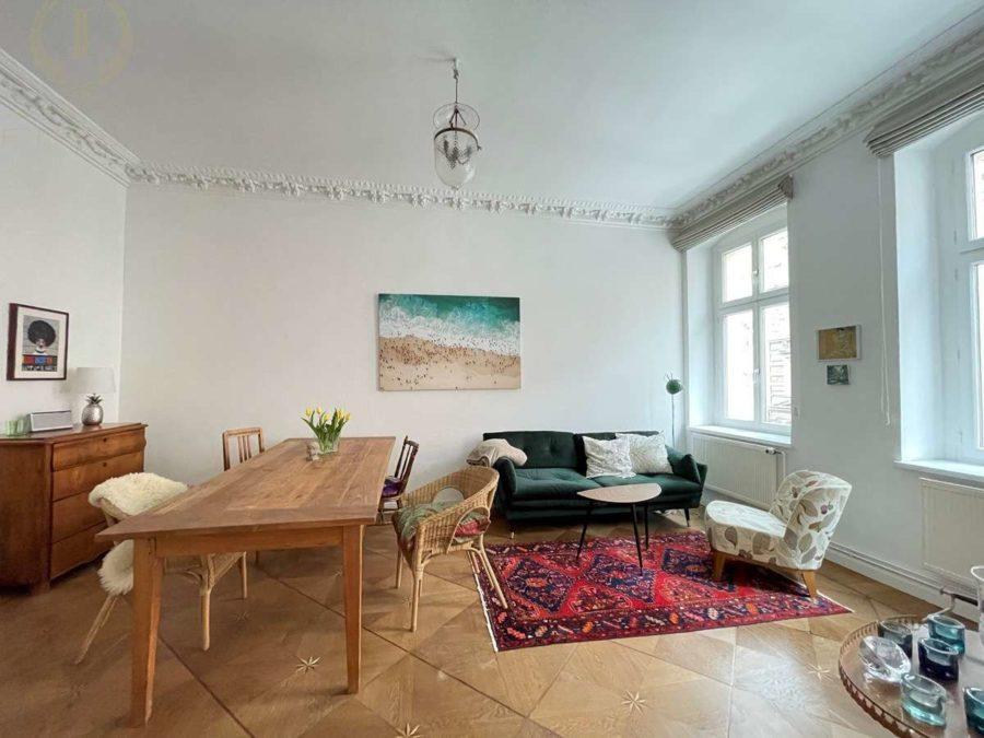 Bergmannkiez! Sanierte Altbau-Wohnung mit hohen Decken und Stuck in Toplage - Wohnzimmer (2)