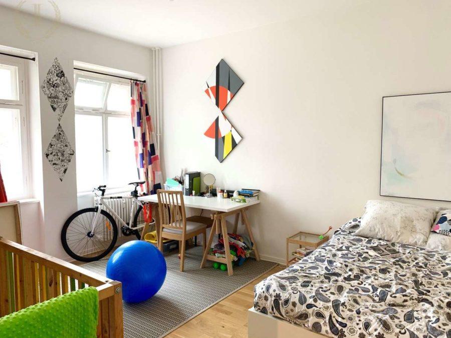 Seltenheit! Attraktive 2-Zimmer Wohnung in sehr gefragter und exklusiver Lage am Strausberger Platz - Zimmer 2