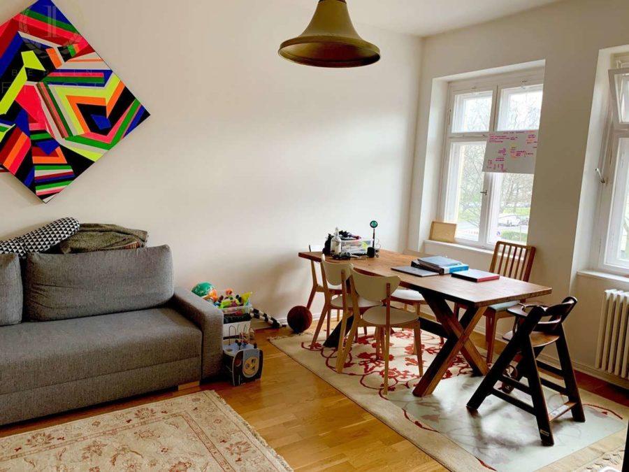 Seltenheit! Attraktive 2-Zimmer Wohnung in sehr gefragter und exklusiver Lage am Strausberger Platz - Zimmer 1