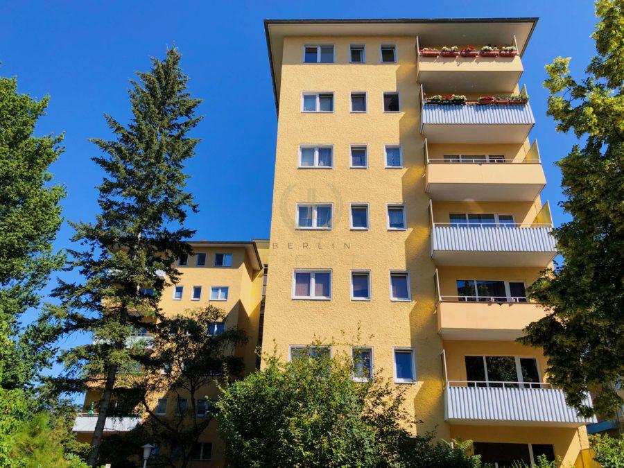 Sanierungsbedürftige 3-Zimmerwohnung in zentraler Lage mit schönem Ausblick - Hausansicht
