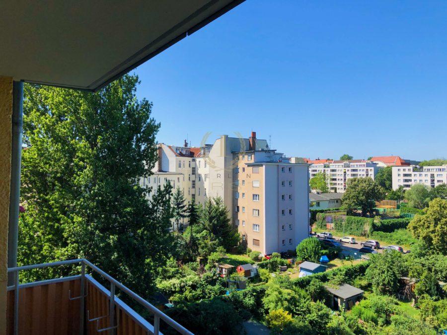 Sanierungsbedürftige 3-Zimmerwohnung in zentraler Lage mit schönem Ausblick - Aussicht 1