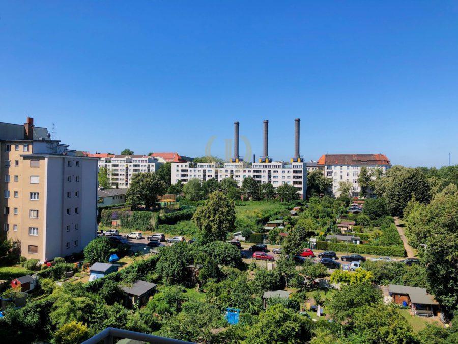Sanierungsbedürftige 3-Zimmerwohnung in zentraler Lage mit schönem Ausblick - Aussicht 2
