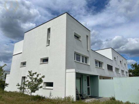 Schweizer Architektenhaus mit Pkw-Stellplatz in sehr begehrter und ruhiger Lage von Zehlendorf, 14167 Berlin, Reihenendhaus