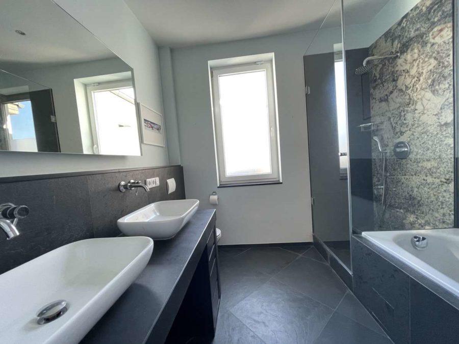 Ruhe mit Privatsphäre und Design! Einzigartiges Dachgeschoss mit vielen Extras in Bestlage - Badezimmer