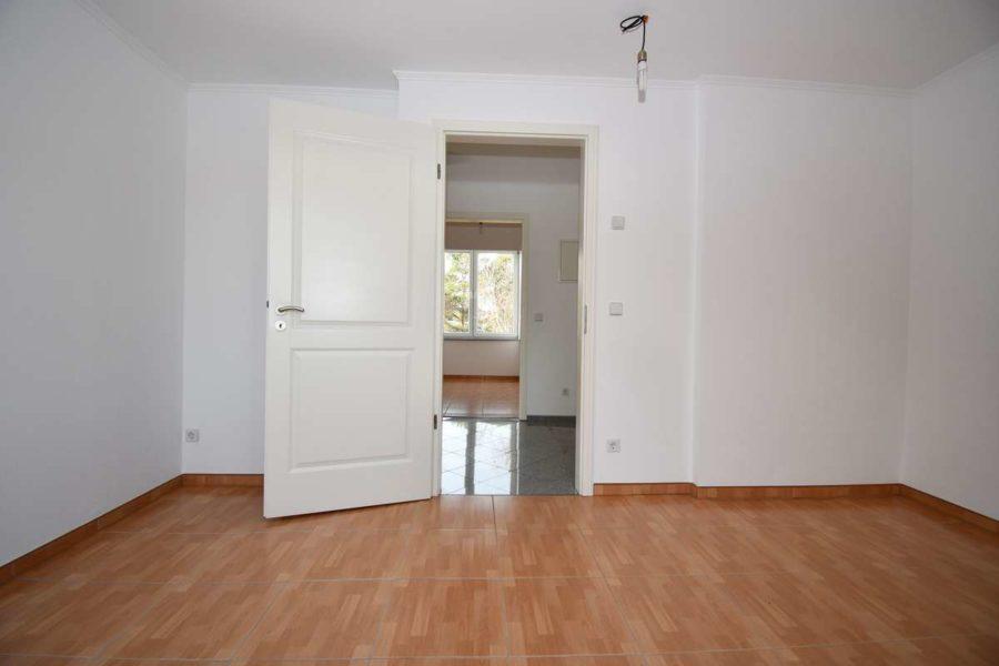 Gepflegte & helle Dachgeschosswohnung in guter Lage von Berlin-Lichterfelde - Durchgang (Zimmer)