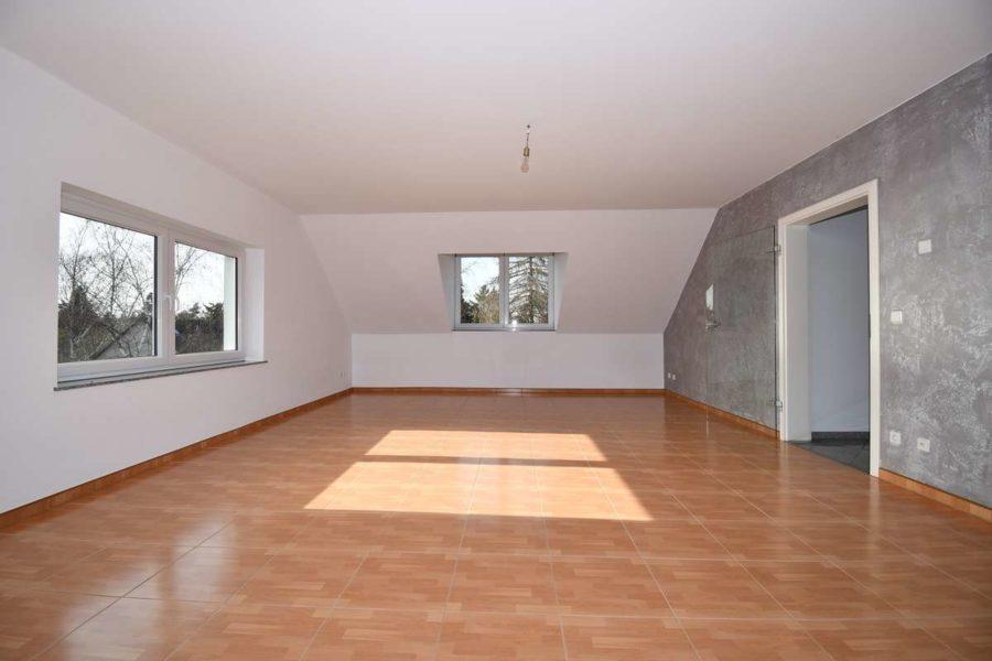 Gepflegte & helle Dachgeschosswohnung in guter Lage von Berlin-Lichterfelde - Zimmer