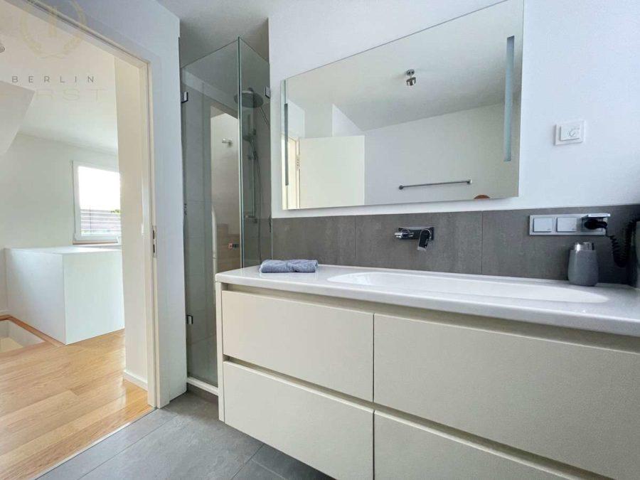 Intelligent konzipiertes Energiespar-Designhaus in familienfreundlicher und moderner Toplage - Bad (1)