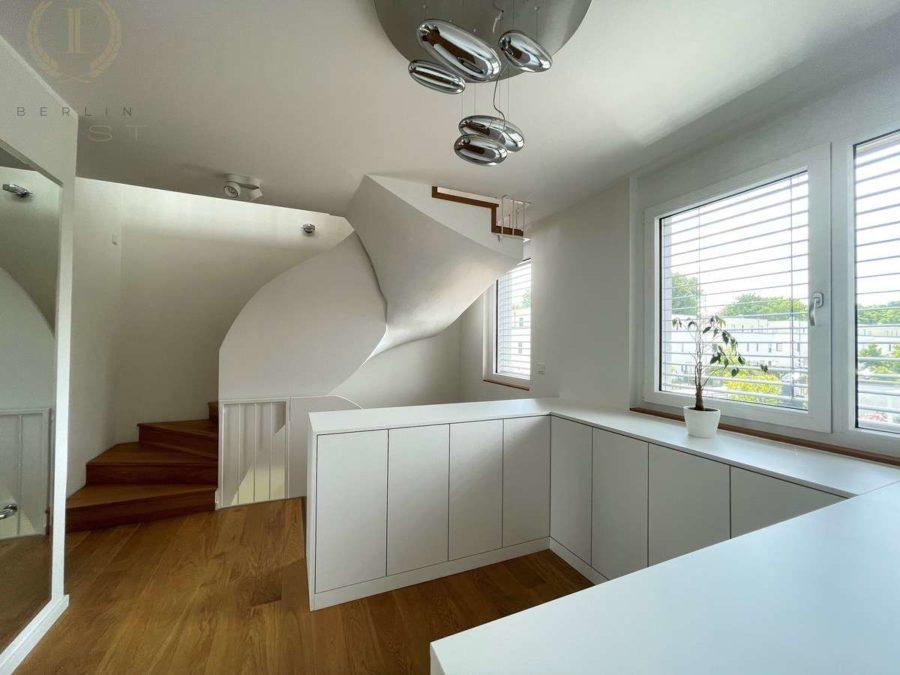 Intelligent konzipiertes Energiespar-Designhaus in familienfreundlicher und moderner Toplage - Ansicht d. Treppe