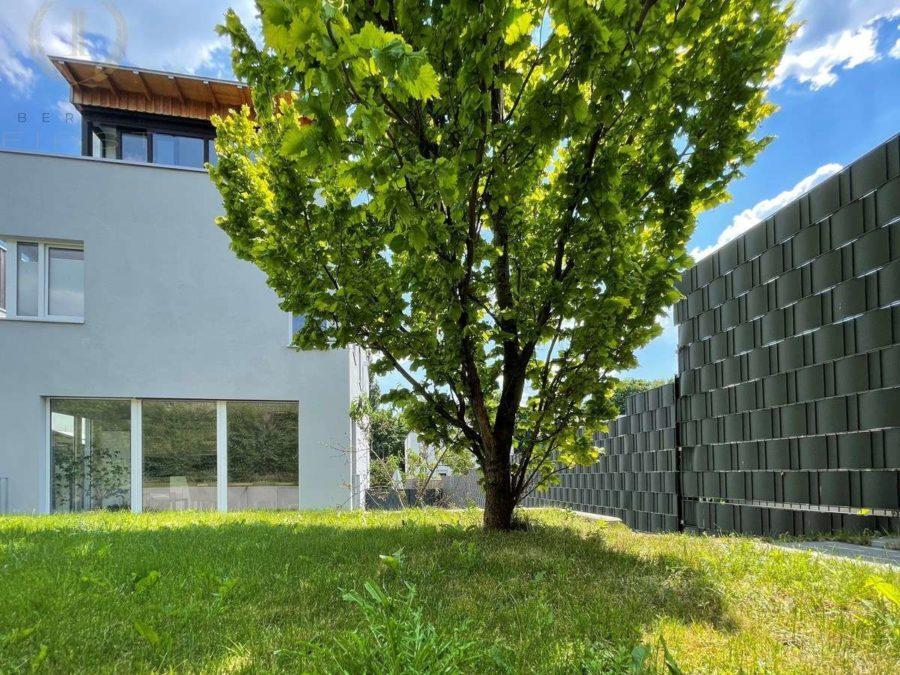 Intelligent konzipiertes Energiespar-Designhaus in familienfreundlicher und moderner Toplage - Gartenansicht