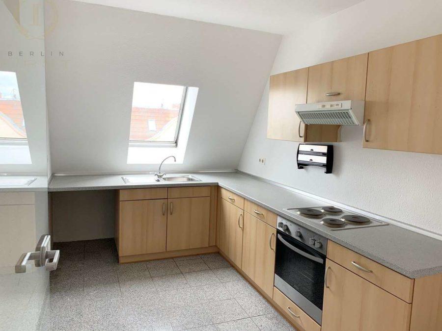 Schöne und lichtdurchflutete Dachgeschosswohnung mit Südausrichtung in zentraler Lage - Küche