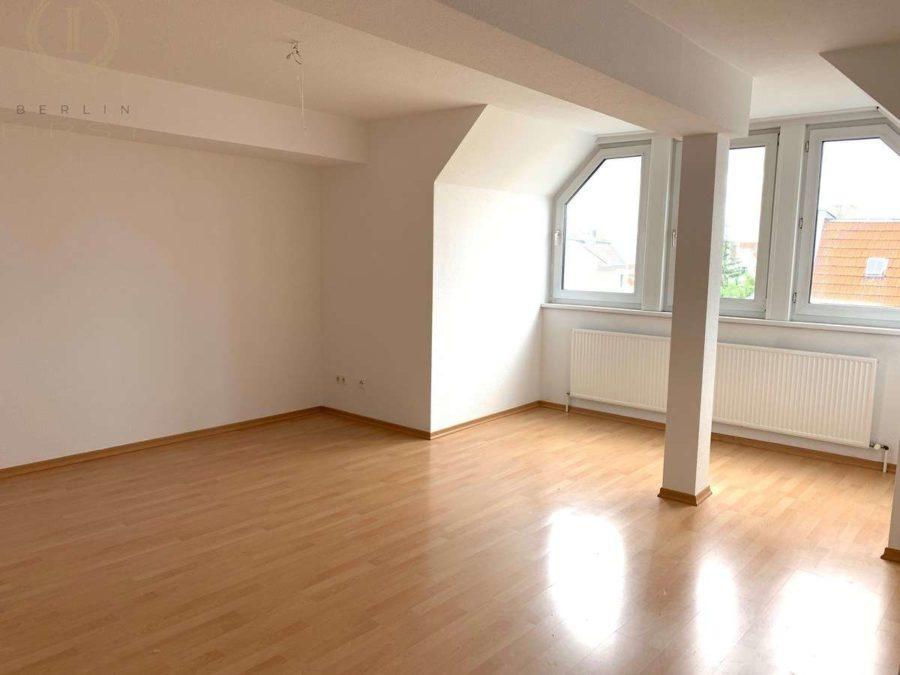Schöne und lichtdurchflutete Dachgeschosswohnung mit Südausrichtung in zentraler Lage - Zimmer (1)