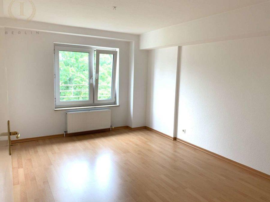 Schöne und lichtdurchflutete Dachgeschosswohnung mit Südausrichtung in zentraler Lage - Zimmer (3)