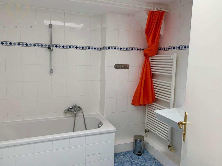 Schöne und lichtdurchflutete Dachgeschosswohnung mit Südausrichtung in zentraler Lage - Bad